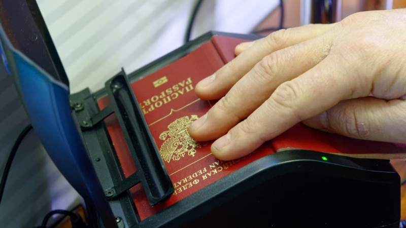 Двум россиянам запретили въезд в Украину из-за незаконного посещения Крыма – Госпогранслужба