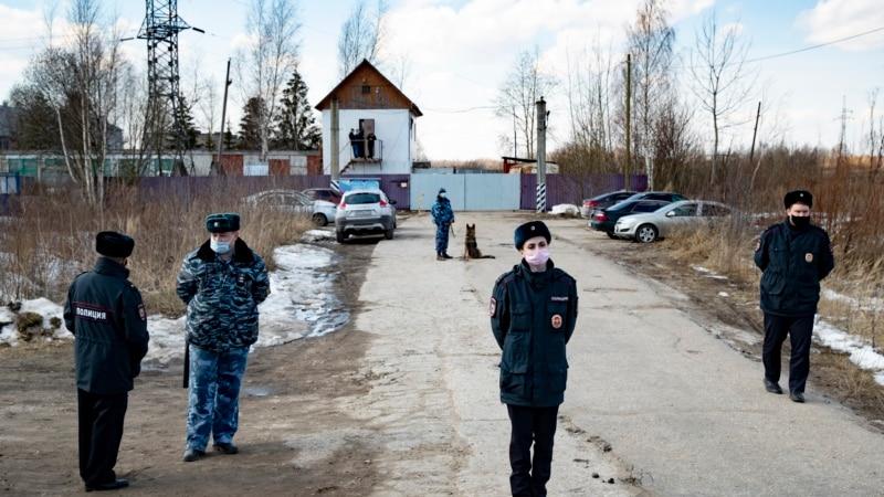Россия: возле колонии, где находится Навальный, усилены меры безопасности
