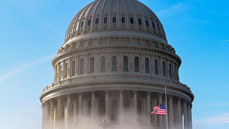 США: неизвестный протаранил на машине ворота Капитолия, погибло два человека