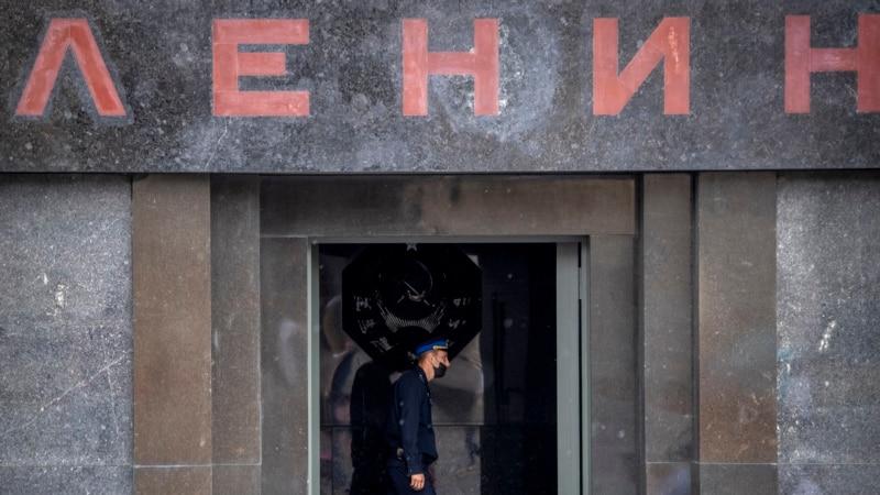 Москва: у мавзолея Ленина полиция задержала активиста с плакатом «Свободу политзаключенным»