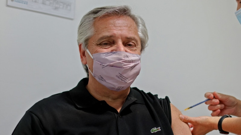 Президент Аргентин изолировfy с подозрением на COVID-19 после прививки «Спутником V»